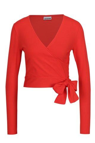 Bluza crop top rosie cu decolteu suprapus si funda Noisy May Laila