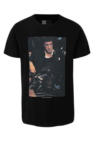 Tricou negru cu print imagine din film Dedicated Scarface trust