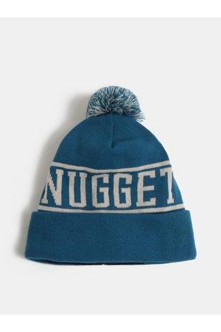 Modrá čepice s bambulí a nápisem NUGGET Canister