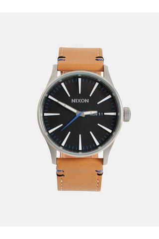 Pánské hodinky s hnědým koženým páskem NIXON