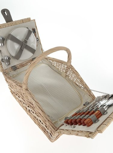 Béžový velký proutěný piknikový koš pro 4 osoby Dakls
