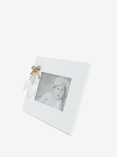 Biely drevený fotorámik so srdiečkami Dakls