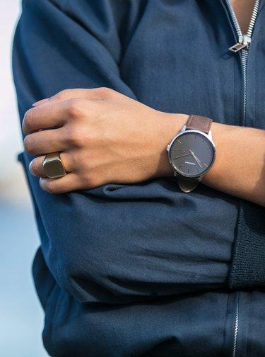 Ceasuri pentru femei CHPO - maro inchis