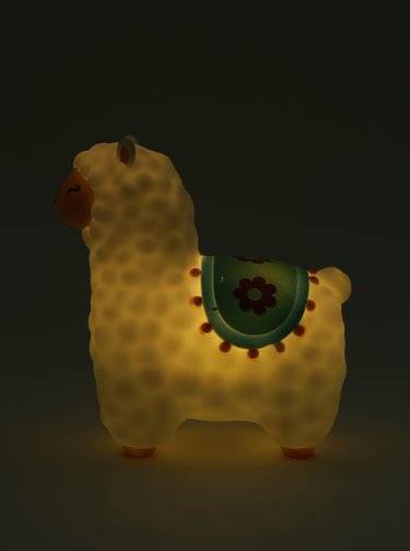 Lampa LED alba in forma de lama Sass&Belle Little Llama