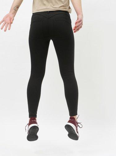 Černé zkrácené skinny fit kalhoty s push up efektem ONLY Evie