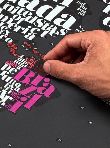 Harta neagra razuibila de perete Luckies Typogeography