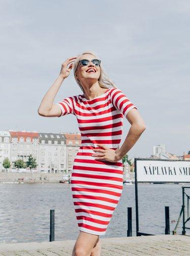 Bielo-červené pruhované púzdrové basic šaty ZOOT Venice