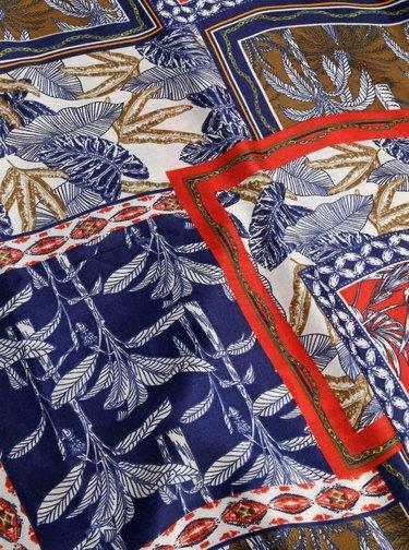 Červeno-modrá vzorovaná šatka Haily´s