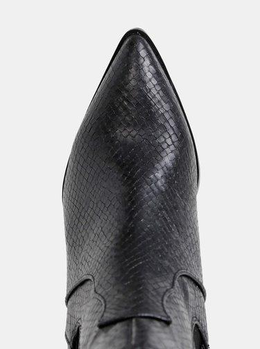 Čierne dámske chelsea topánky s hadím vzorom s.Oliver