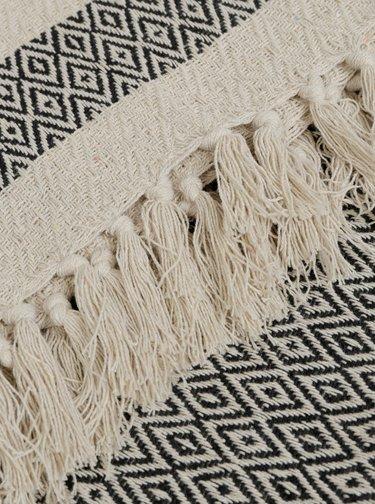 Čierno-béžová vzorovaná deka Sass & Belle Scandi Boho