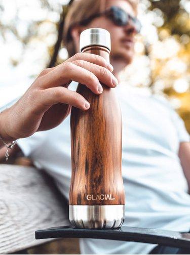 Hnědá vzorovaná láhev GLACIAL Wood 400 ml