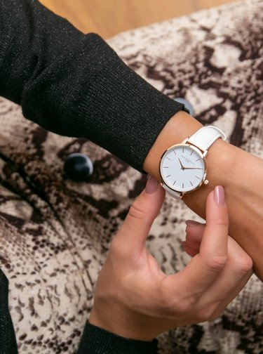 Dámske vzorované hodinky s bielym koženým remienkom Annie Rosewood