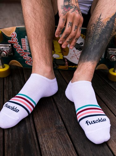 Bílé pruhované kotníkové ponožky Fusakle