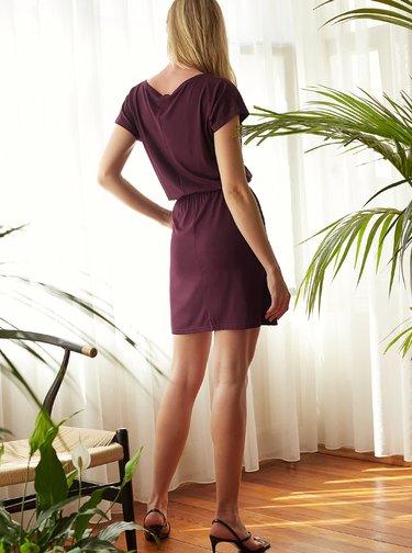 Vínové šaty Trendyol