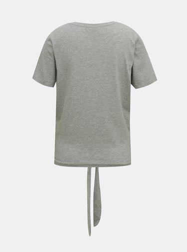 Šedé tričko so zaväzovaním .OBJECT