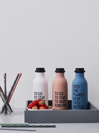 Ružová fľaša na pitie Design Letters 500 ml