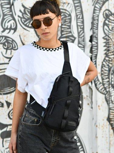 Černá taška přes rameno Consigned