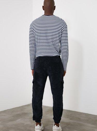 Tmavomodré pánske menčestrové cargo nohavice Trendyol