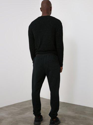 Čierne pánske vzorované tepláky Trendyol