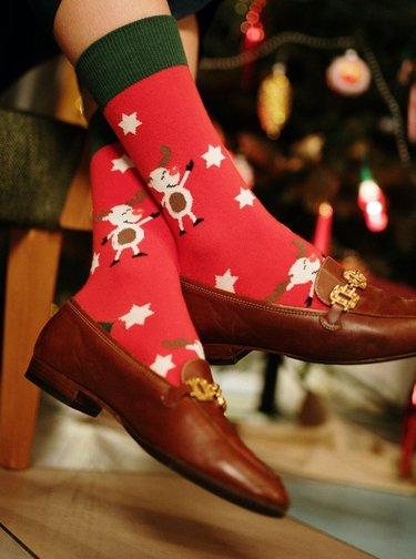 Červené vzorované ponožky Fusakle Sob vánoční