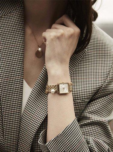 Sada dámských hodinek a náramku ve zlaté barvě Rosefield