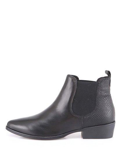 Černé kotníkové boty s hadím vzorem Tamaris