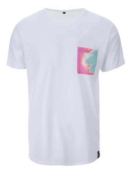 Biele unisex tričko so zeeným vreckom Grape
