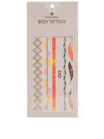 Barevné tetování ve zlaté barvě Pieces Tattoo