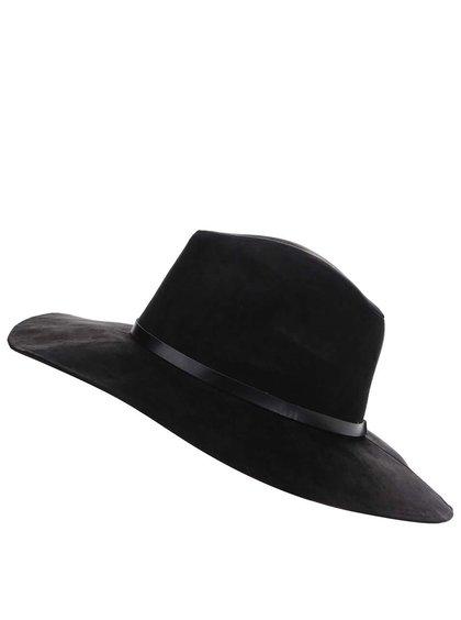 Černý klobouk v semišové úpravě Pieces Bella