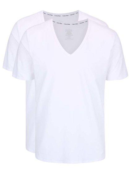 Sada dvou pánských bílých trik s véčkovým výstřihem Calvin Klein