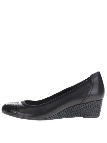 Čierne kožené topánky na platforme s lesklou špičkou Tamaris