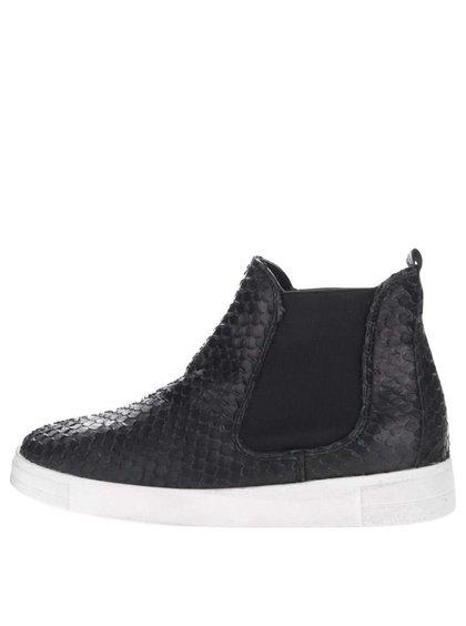 Čierne kožené chelsea topánky s krémovou podrážkou Tamaris
