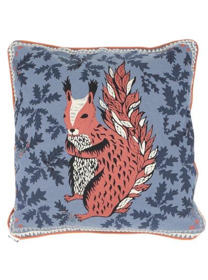 Modrý vankúš s potlačou veveričky Disaster