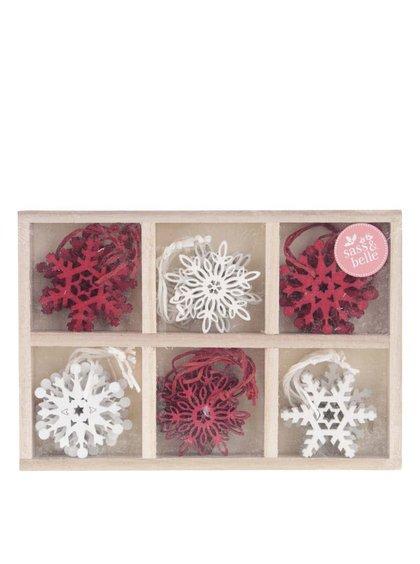 Sada 24 dřevěných červeno-bílých ozdob ve tvaru vloček Sass & Belle
