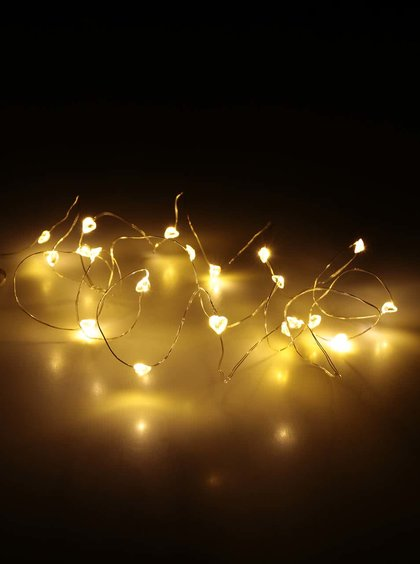 Světelná dekorace na baterky ve tvaru srdíček ve stříbrné barvě Sirius laerke