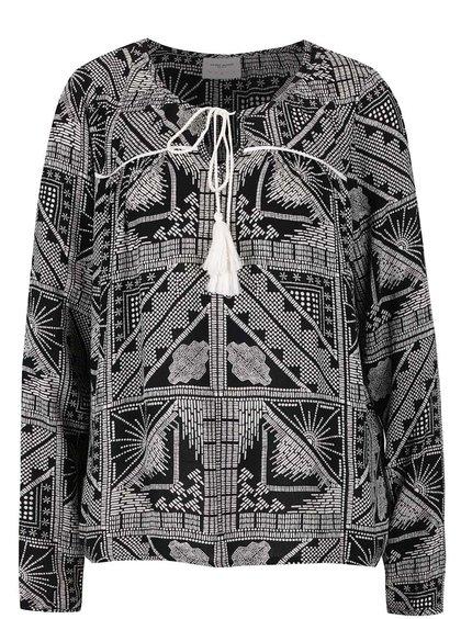 Černo-bílá vzorovaná halenka s třásní VERO MODA Indie
