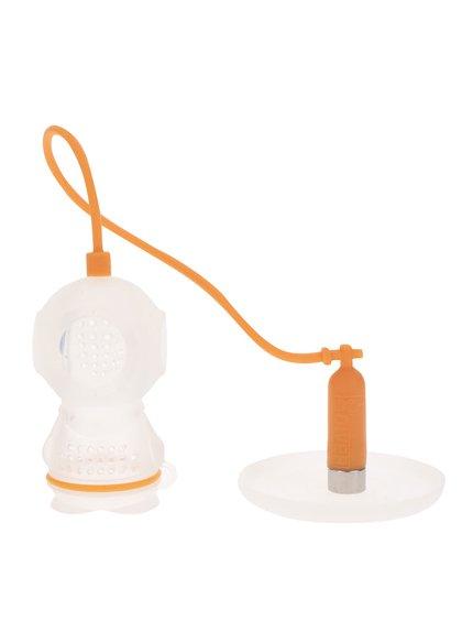 Oranžové sítko na čaj ve tvaru potápěče FRED