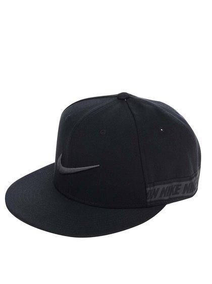 Černá unisex kšiltovka s potiskem Nike