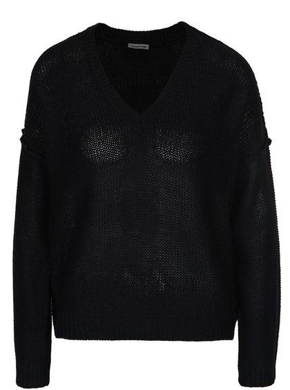 Černý svetr s véčkovým výstřihem Noisy May Verona