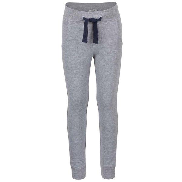 Pantaloni sport gri name it Paule cu model discret pentru fete de la name it in categoria Pantaloni, pantaloni scurți, colanți