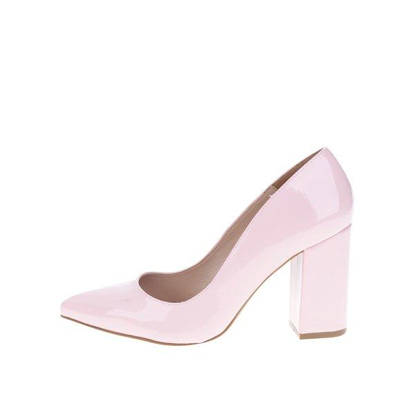 Pantofi roz cu toc OJJU cu aspect lucios de la OJJU in categoria pantofi cu toc