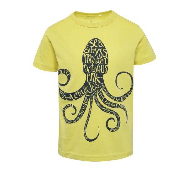 Tricou galben cu print Name It Victor pentru băieți