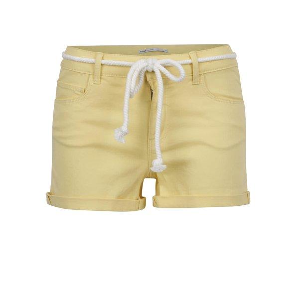 Pantaloni scurți galbeni ONLY Claudia cu șnur decorativ de la ONLY in categoria Blugi, pantaloni, colanți