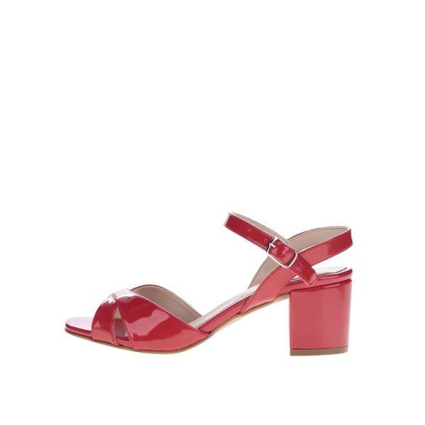 Sandale roșii OJJU cu aspect lăcuit de la OJJU in categoria sandale