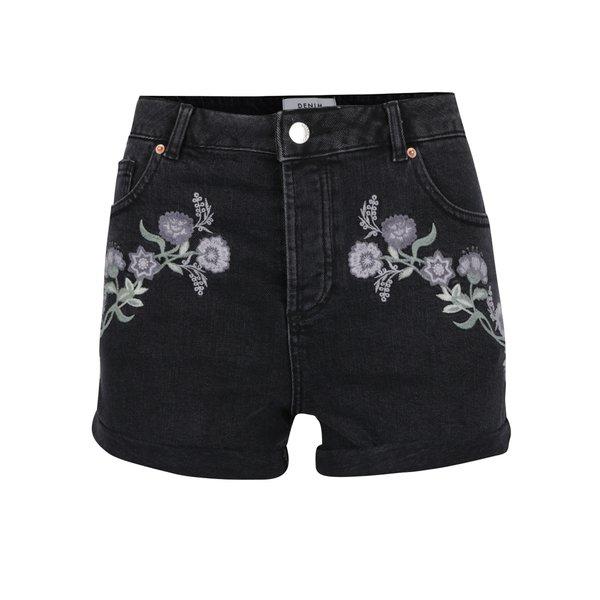 Pantaloni scurți negri din denim cu broderie florală Miss Selfridge
