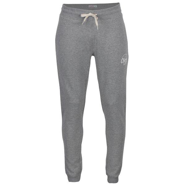 Pantaloni sport gri cu print text Jack & Jones Originals Softneo