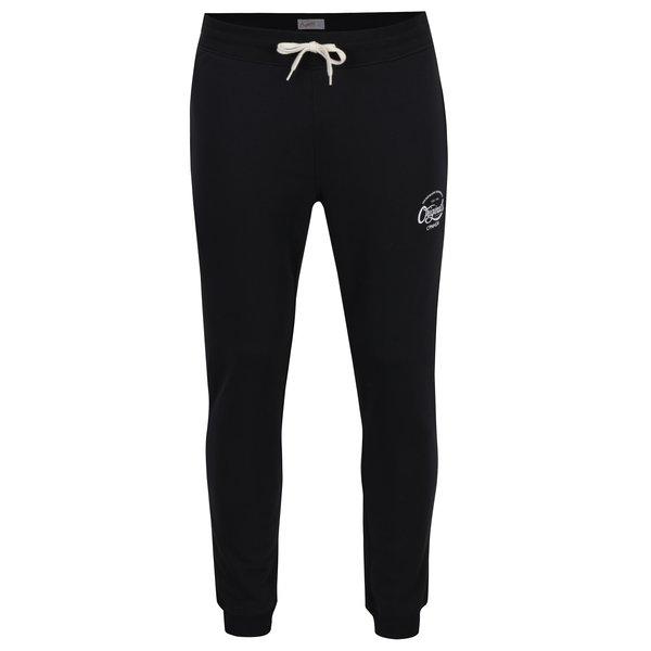Pantaloni sport negri cu print text Jack & Jones Originals Softneo