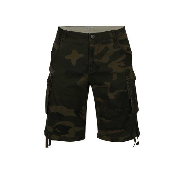 Pantaloni cargo scurti verde inchis cu print camuflaj - Jack & Jones Chop