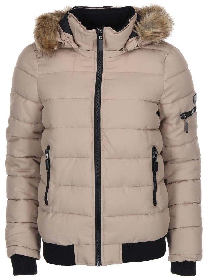 Jachetă matlasată Sandra bej cu glugă din blană de la VERO MODA