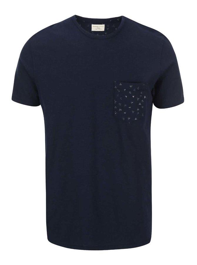 Tmavomodré tričko s trojuholníkmi na náprsnom vrecku Selected Homme Jonas